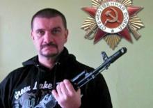 Ladislav Kašuka s airsoftovou zbraní (AK 47)