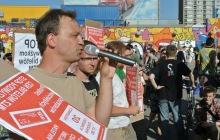 Polská levice. Filip Ilkowski na mítingu.