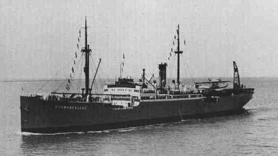 Loď Schwabenland plující do Antarktidy